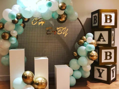 Baby shower decoration in london, organic balloon arch and baby boxes